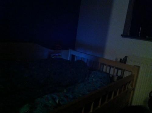 Snurken = op kousenvoeten wegglippen.